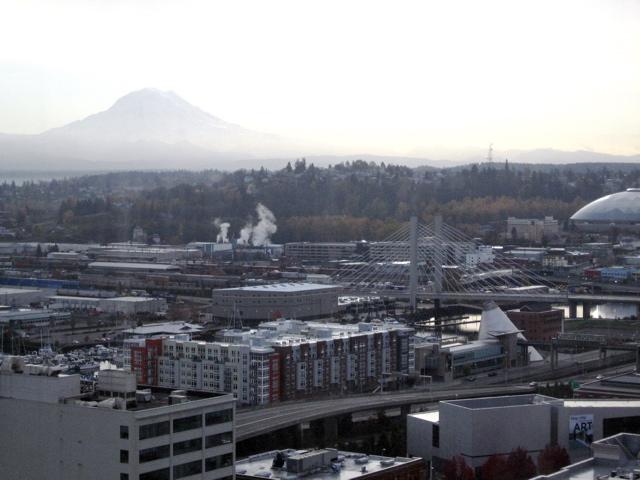 mountain & metropolis