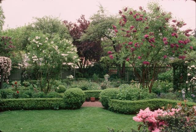 Home Garden - Flower Garden from lawn panel (DS)