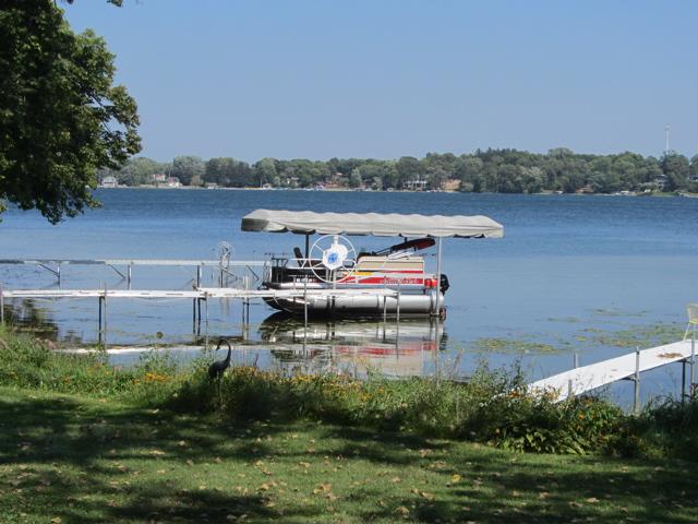 PL pontoon boat