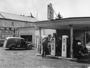 C.E. Munkers Richfield gas station, Cutler City, June 1943.