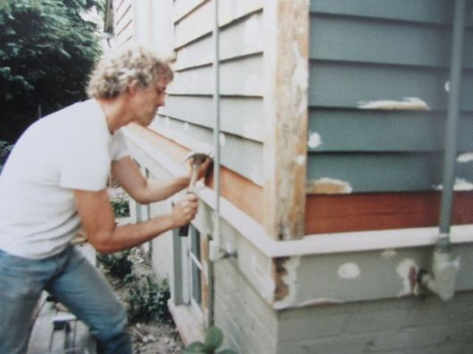 R painting the house