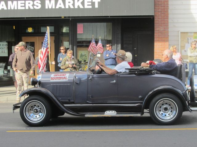 Grand marshals in car